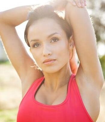 女性胸部下垂的原因是什么