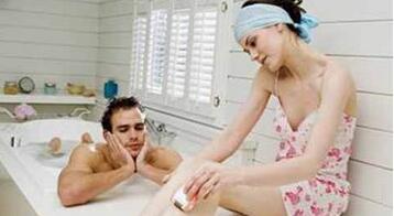 做爱前怎样洗好助性鸳鸯浴