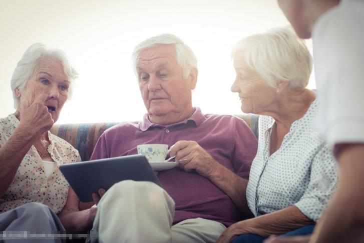 老年人做好日常的皮肤护理是至关重要的